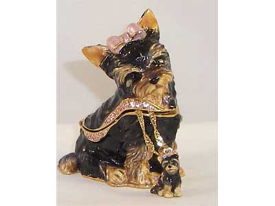 kingspoint terrier figurine with matching necklace
