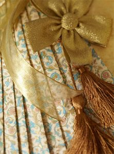 Pleated gift wrapping
